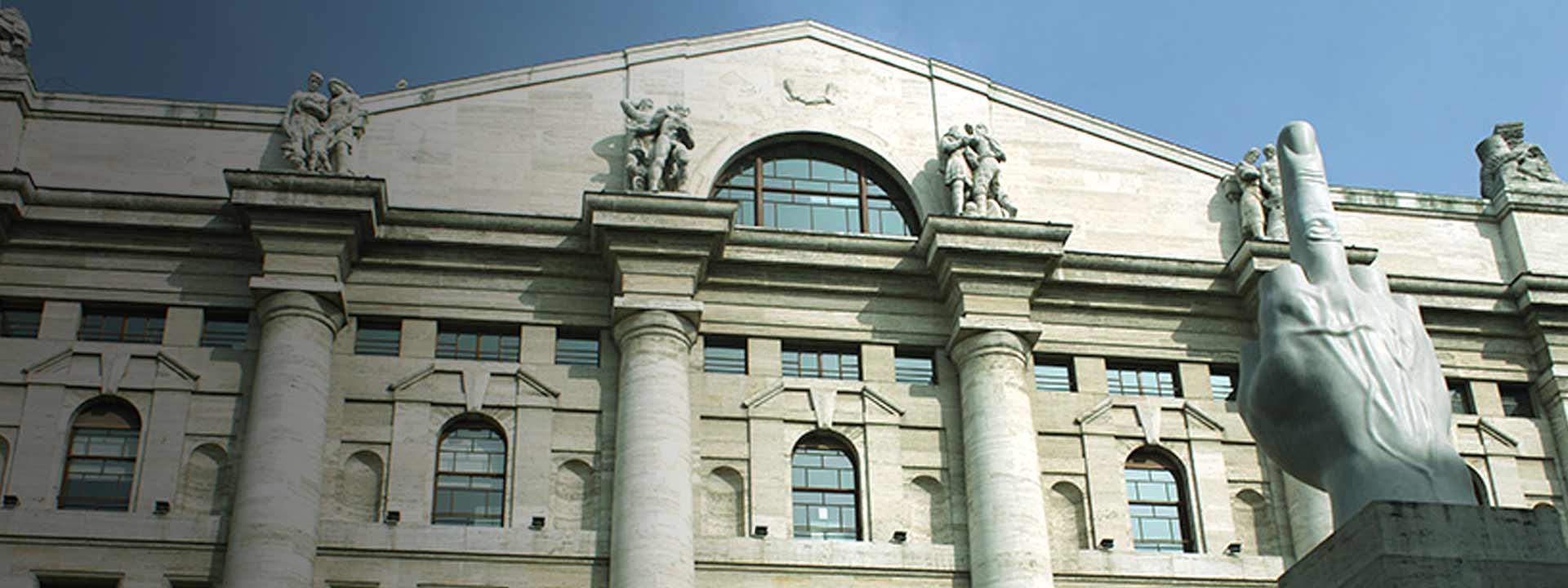 Borse, Milano torna a perdere: 13 miliardi bruciati