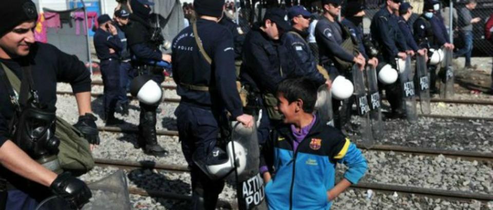Migranti, la Slovenia chiude le frontiere. L'Italia teme la vecchia rotta Albania-Puglia