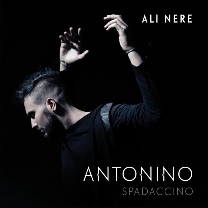 Antonino Spadaccino pronto a mostrare le sue Ali Nere: il nuovo singolo dal 25 marzo