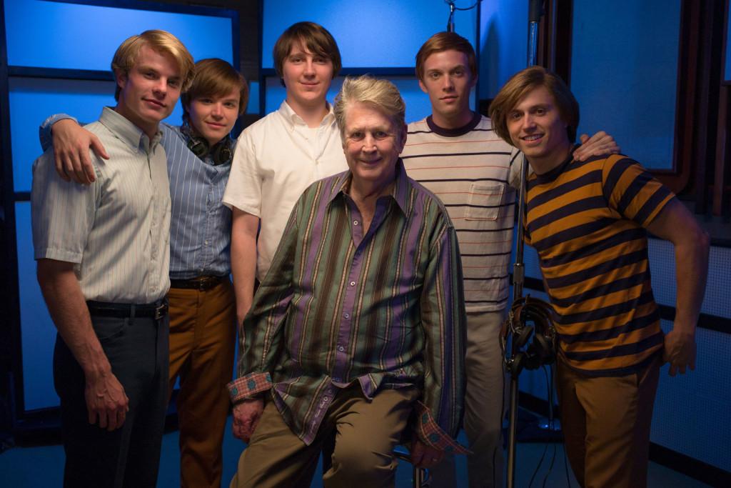 """gli attori """"The Beach Boys"""" e il vero Brian Wilson"""