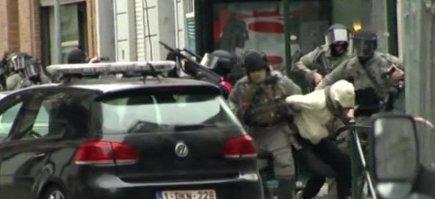 Un frammento dai video televisivi dei momenti della cattura di Salah Abdeslam