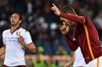 Il Capitano porta il vessillo e lo innalza su Roma. Torino KO 3-2.