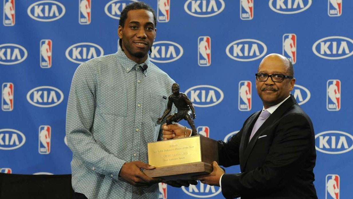 Basket NBA: Kawhi Leonard si ripete, ancora miglior difensore dell'anno
