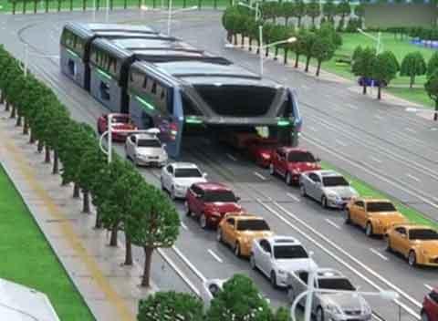 """Cina, il rivoluzionario bus """"anti-traffico"""""""