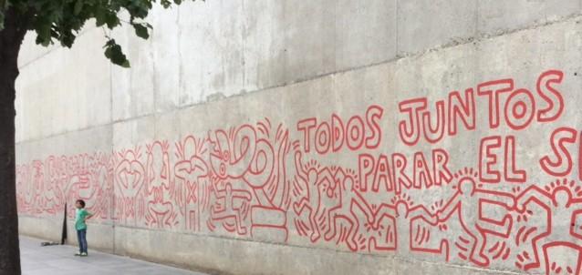 Originale o riprodotto il messaggio di Keith Haring arriva comunque intatto