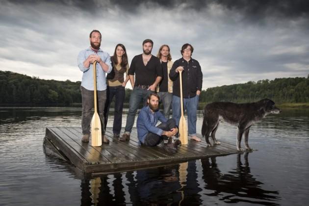Intervista a The Strumbellas in attesa del nuovo disco Hope: se vi ricordano umbrella avete fatto centro