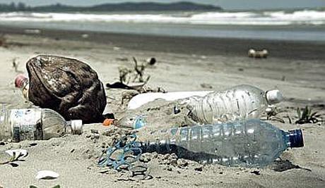 """Allarme Lega Ambiente: """"Le spiagge campane sono ancora una discarica a cielo aperto"""""""