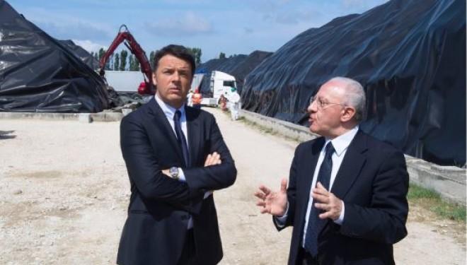 """Renzi in Campania: """"Le ecoballe dalla Terra dei Fuochi presto spariranno"""""""