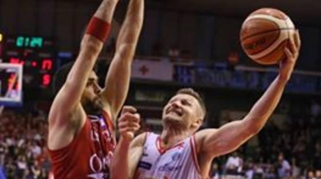 Basket, finale scudetto: Reggio Emilia batte 81-72 l'Olimpia e riapre la serie