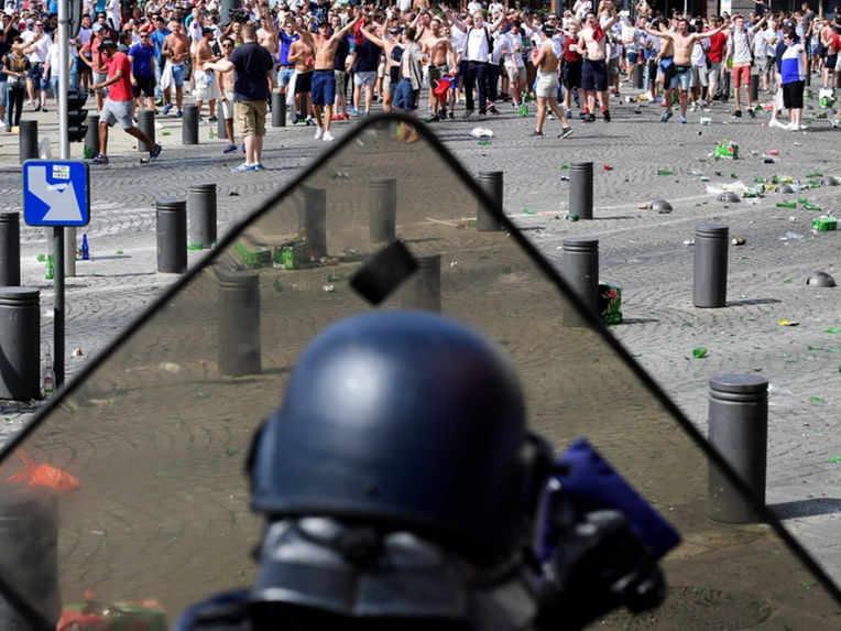 FRANCIA: un paese avvolto dalla violenza secondo la stampa estera