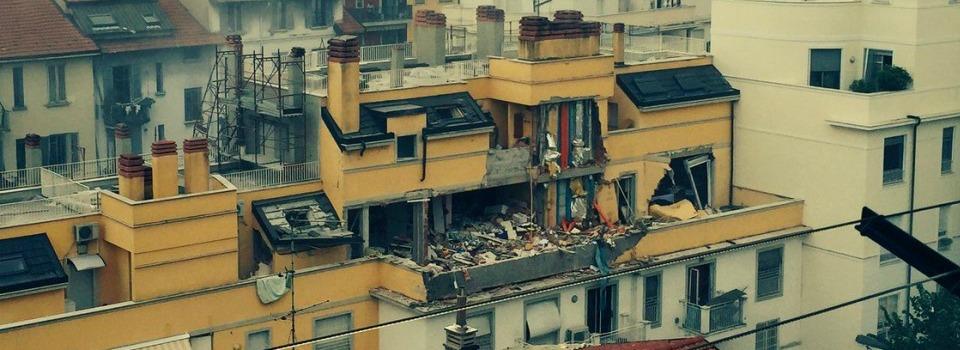 Esplosione a Milano, i pm indagano per strage
