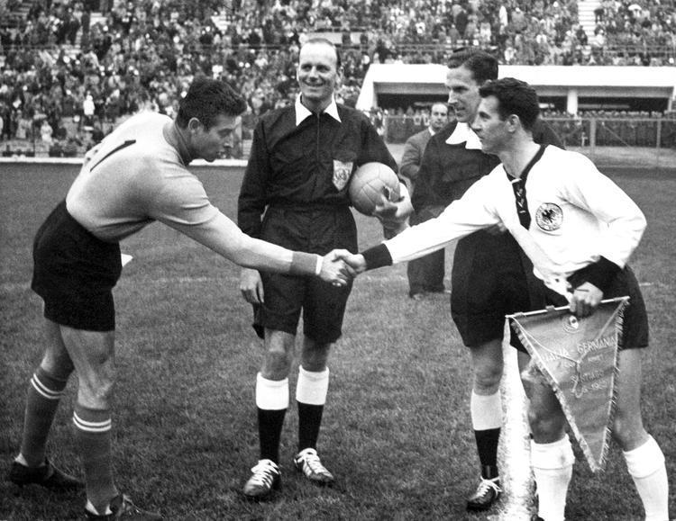 Santiago del CIle, 1962. Italia e Germania si sfidano ai gironi pareggiando a reti inviolate. Gli azzurri subiranno sconfiitte da Cile e Svizzera, venendo eliminati dal torneo