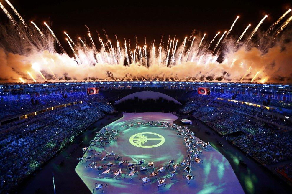 Olimpiadi al via. Colori, allegria, musica, il Brasile si presenta così al mondo intero