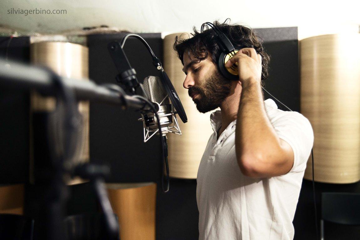 """Intervista a Giulio Voce: """"Il vostro cantautore di quartiere preferito"""""""
