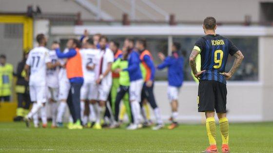 Inter sconfitta e fischiata, con il Cagliari finisce 1-2
