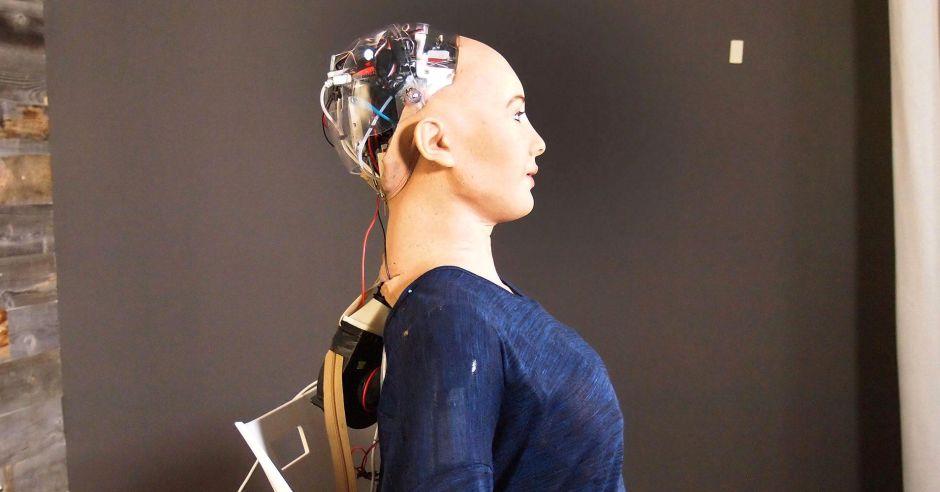Robot umanoide Sophia e una riflessione umana