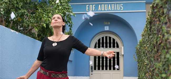 AQUARIUS | Ritratto di donna con appartamento