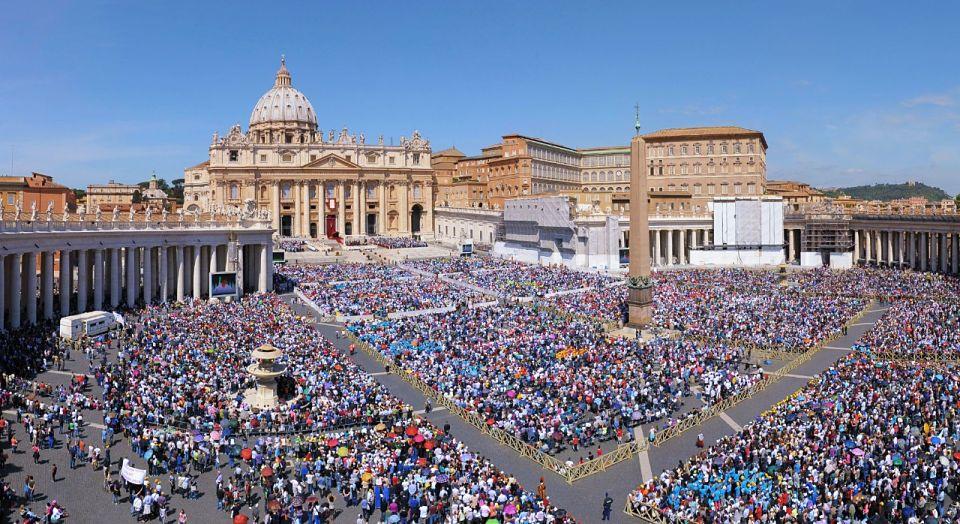 Papa Francesco chiude l'Anno Santo ma esorta a tenere spalancata la porta della misericordia