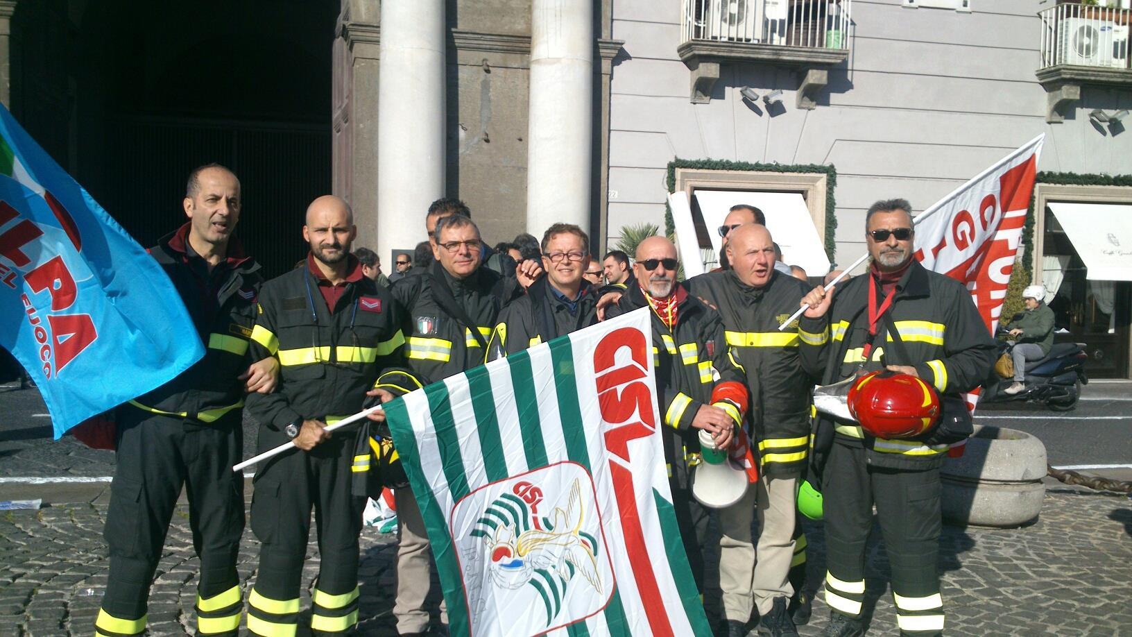 """Vigili del Fuoco in corteo a Napoli. """" Non siamo un corpo da serie B."""""""