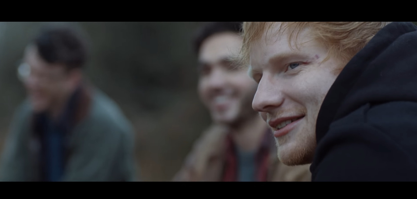 "Ed Sheeran, l'artista delle sorprese: la sua adolescenza nel video di ""Castle On The Hill"""