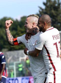 La Roma riprende la corsa in trasferta: 0-2 a Crotone