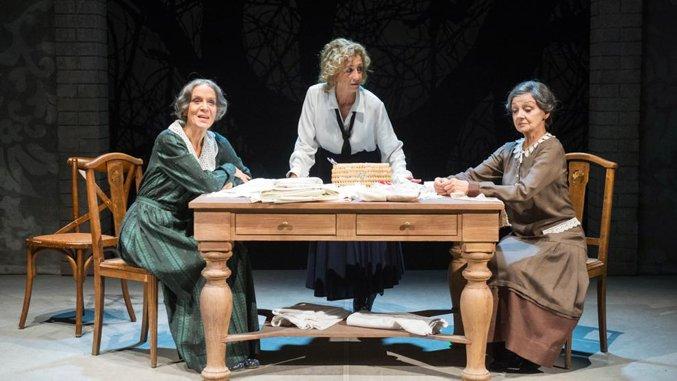 Le sorelle Materassi in visita a Torino