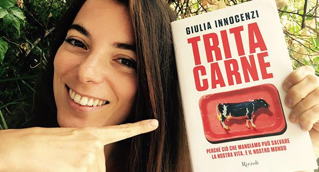 Tritacarne, intervista a Giulia Innocenzi. Perché dobbiamo chiudere gli allevamenti intensivi