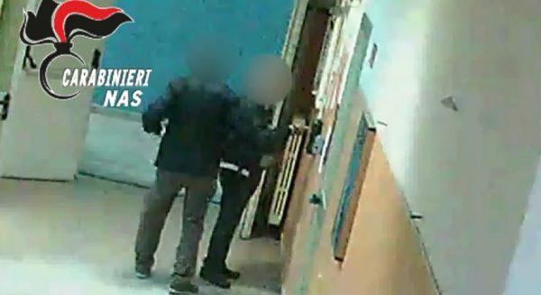 """Blitz dei carabinieri all'ospedale """"Loreto Mare"""" di Napoli. Arrestate 55 persone"""