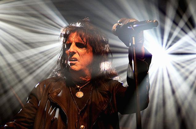 Alice Cooper si dice molto contento della collaborazione tra AC/DC e Axl Rose