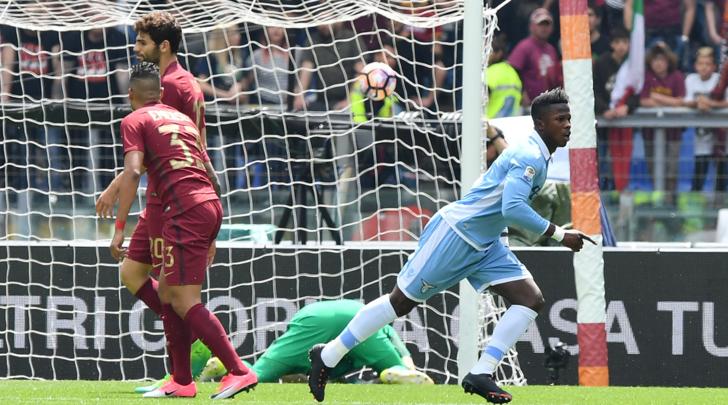 La Lazio sbeffeggia la Roma e vince il derby