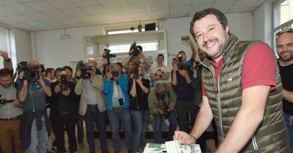 Primarie Lega Nord, vince Salvini mentre Bossi si allontana
