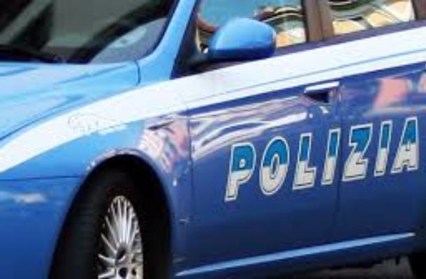 Cadavere di una donna trovato in un tappeto abbandonato a Forcella