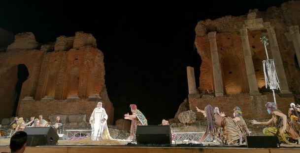"""""""Le Supplici"""" di Eschilo, classico e attualità al Teatro Antico di Taormina"""