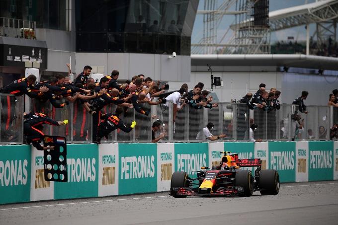 GP Malesia: vince Verstappen, grande rimonta di Vettel