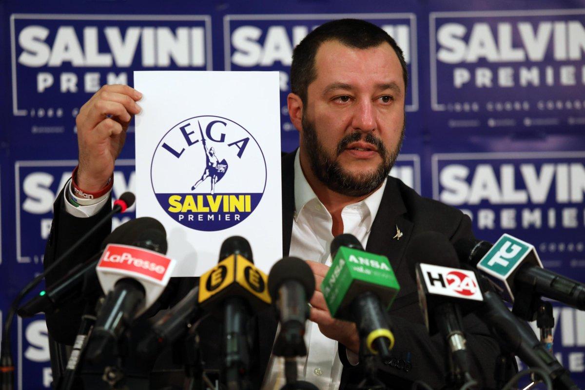 Salvini ha presentato il nuovo simbolo: non c'è più il nord
