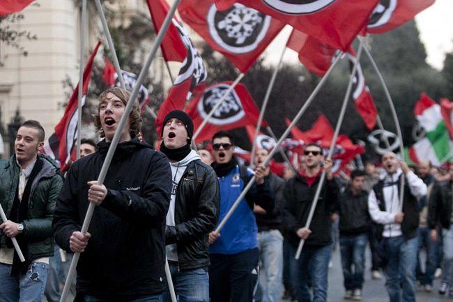 """Casapound porta i """"fascisti"""" in Parlamento"""