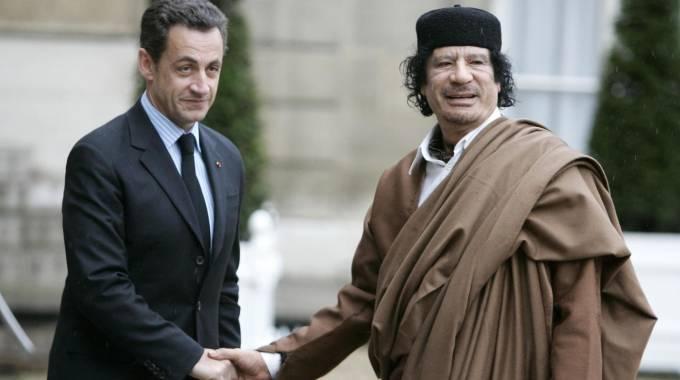 Perché Nicolas Sarkozy è attualmente in stato di fermo