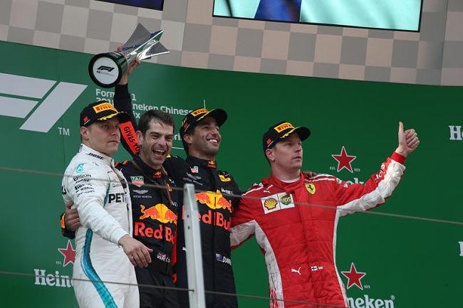 GP Cina: Ricciardo incanta, poi Bottas e Raikkonen