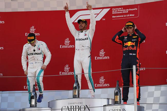 GP Spagna: Hamilton guida doppietta Mercedes, polemica sulle gomme