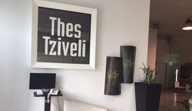 Thes Tziveli apre le porte del suo atelier di moda per MISA