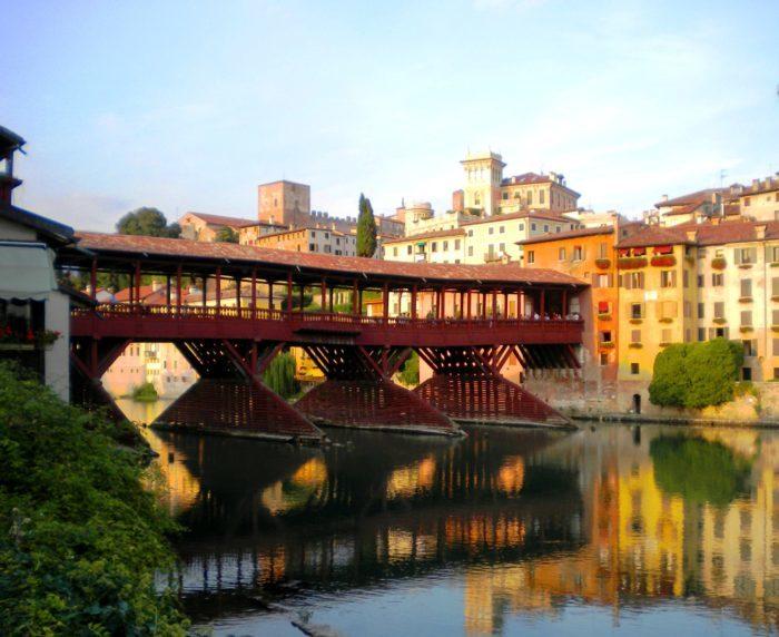 Ponte Vecchio di Bassano del Grappa (Vicenza) ricostruito nel 1569 su disegno di Andrea Palladio. Foto di Cinzia  Albertoni