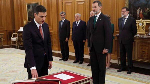 Pedro Sanchez giura davanti al Re Filippo VI