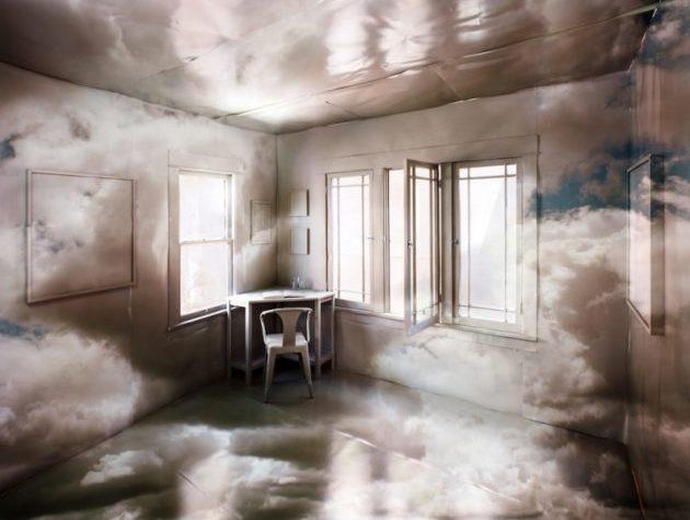 Giocando su effetti prospettici, l'artista Chris Engman ci porta oltre la realtà