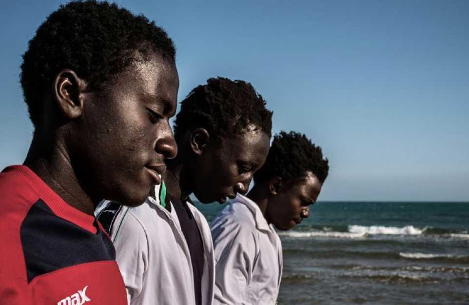 Dentro un centro d'accoglienza: storie di vita migranti