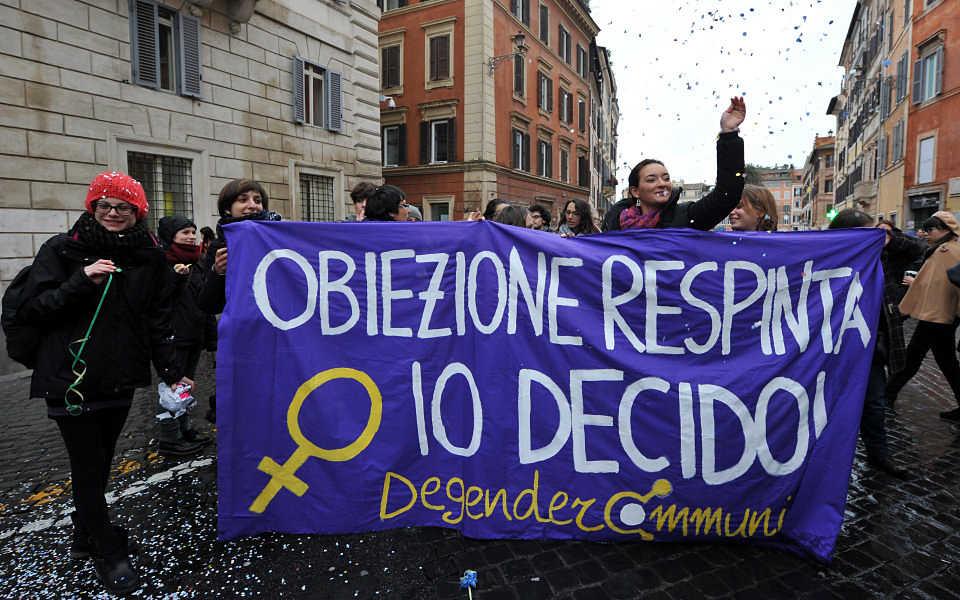 La petizione sull'aborto: piena applicazione contro gli obiettori di coscienza