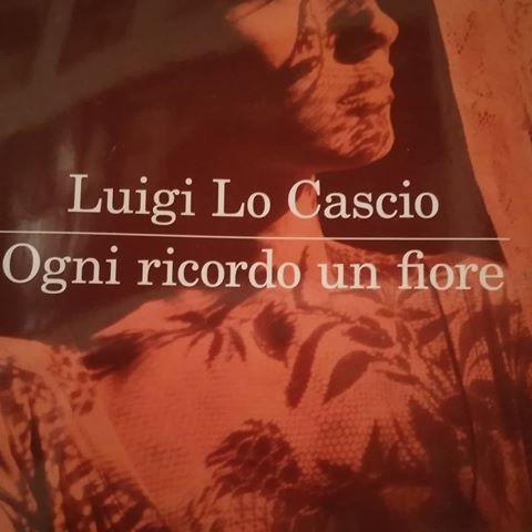 """""""Ogni ricordo un fiore"""" – l'opera prima di Luigi Lo Cascio a teatro"""