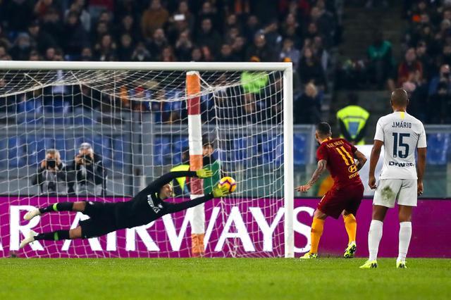 Totti scende in campo contro il Var: Roma – Inter 2-2