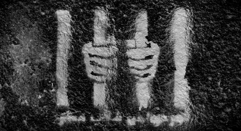 Suicidi in carcere: morire dietro i cancelli dell'oblio