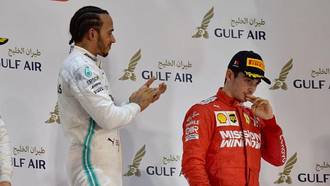 GP Bahrein: Ferrari beffata a 10 giri dalla fine, trionfo di Hamilton