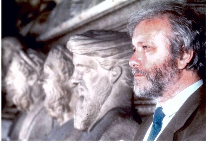 Così se ne andò Bellavista: il saluto del nostro (fine) filosofo da cortile preferito.  Un ricordo di Luciano De Crescenzo